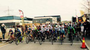 Blå, sort og gul klasse klar til start. Foto: Stavanger Sykkelklubb